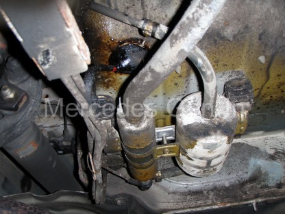 Mercedes SL (R129) Fuel Pump Leak 1