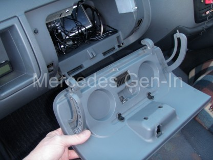 Sprinter / Vito Glove box fix 1