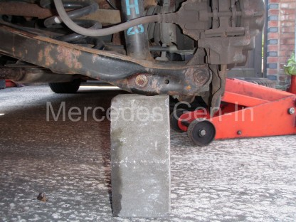 Mercedes C200 Rear damper replacement 6