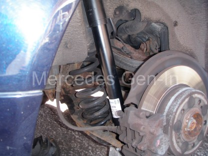 Mercedes C200 Rear damper replacement 7