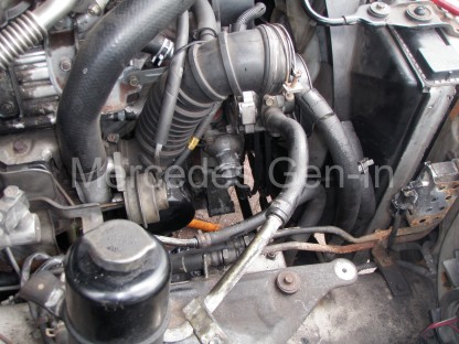 Mitsubishi L200 2004 Alternator replacement / removal 5