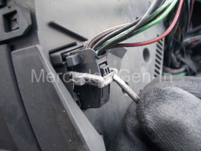 Mercedes Sprinter Instrument Lamp Repair 3
