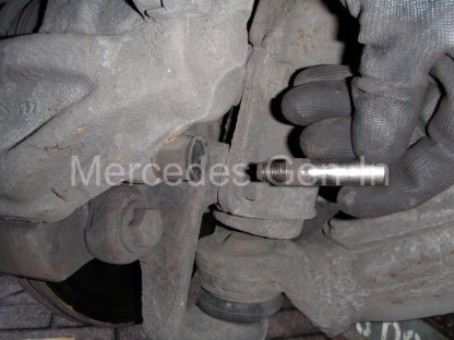 Mercedes Sprinter Front Brake Pad Replacement 8